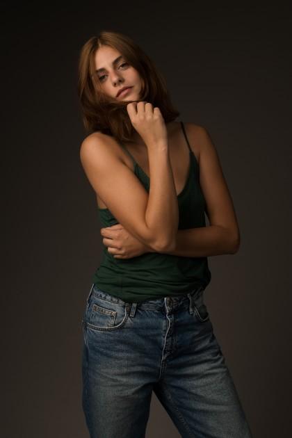 Model Kim H.
