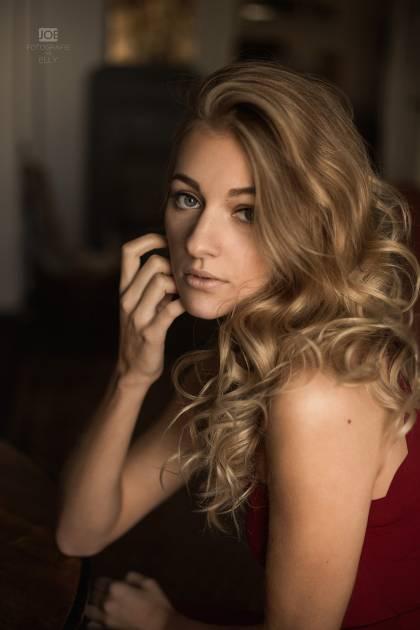 Model Elena E.