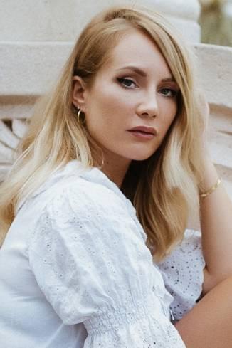 Model Stella R.