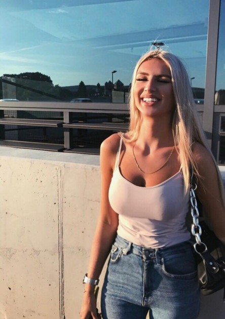 Model Paula M.