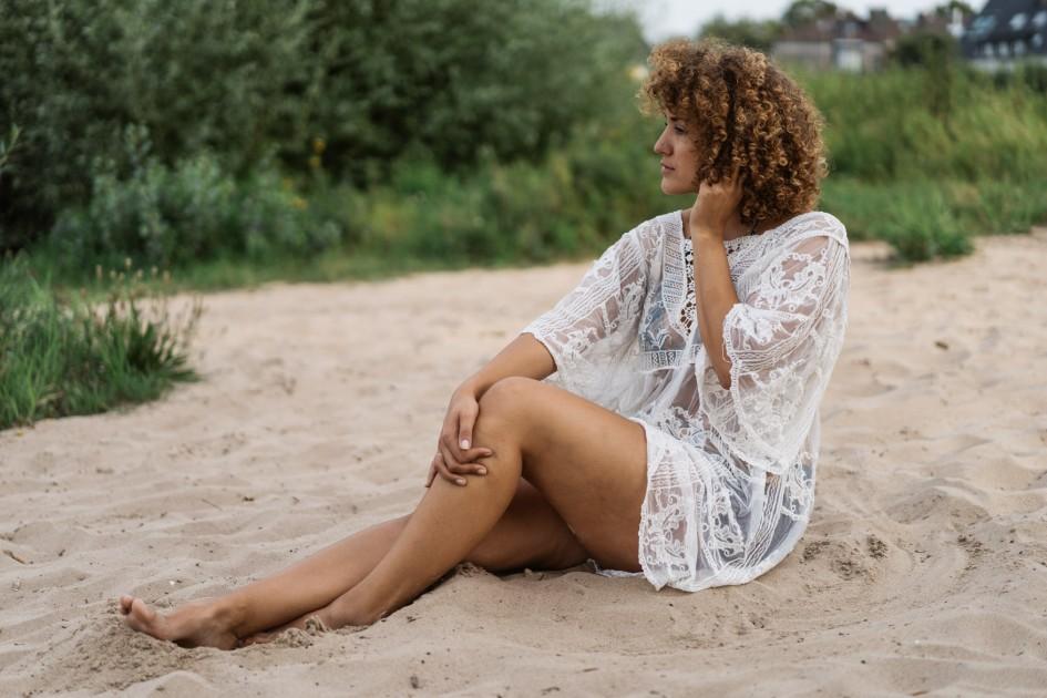 Model Eliza R.
