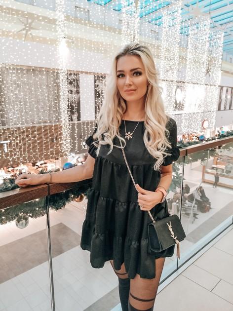 Model Sarah M.