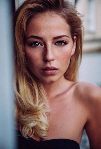 Model Rahel C.