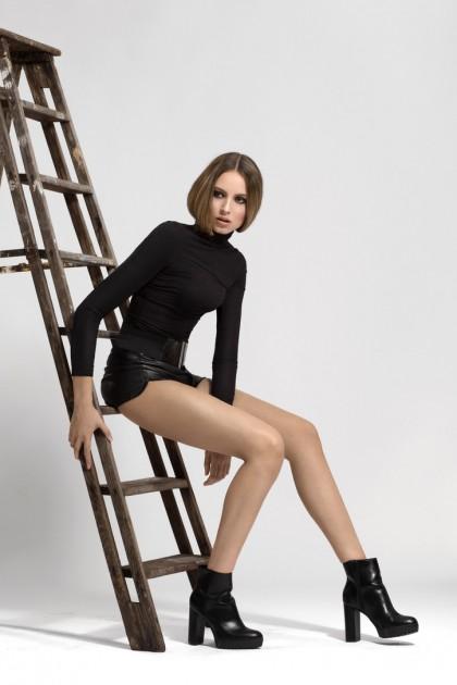 Model Mona G.