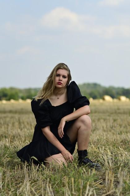 Model Feenja S.