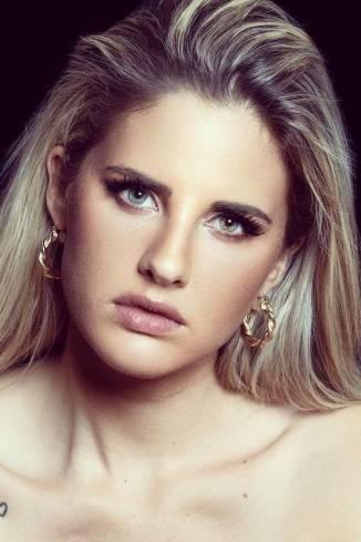 Model Janine S.