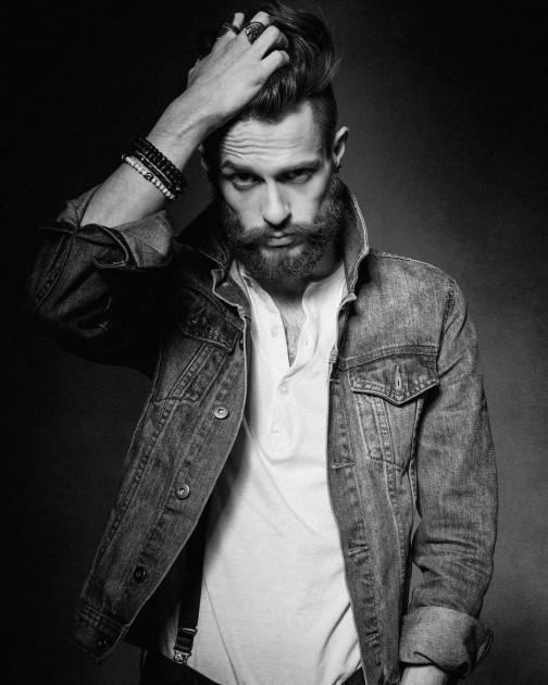 Model Tomas B.