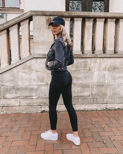 Model Vanessa K.