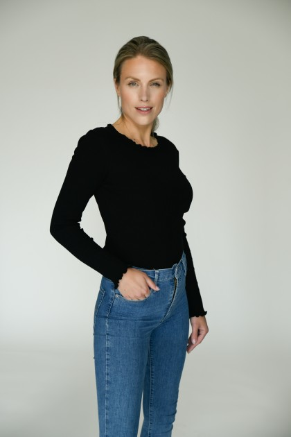 Model Esmay J.
