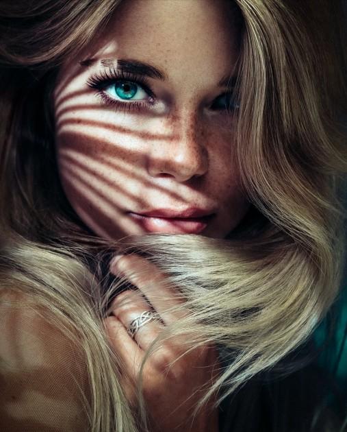 Model Yvonne M.