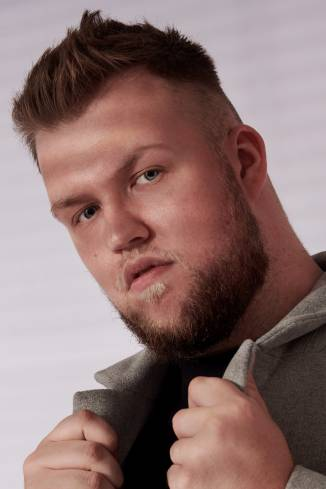 Model Andreas K.